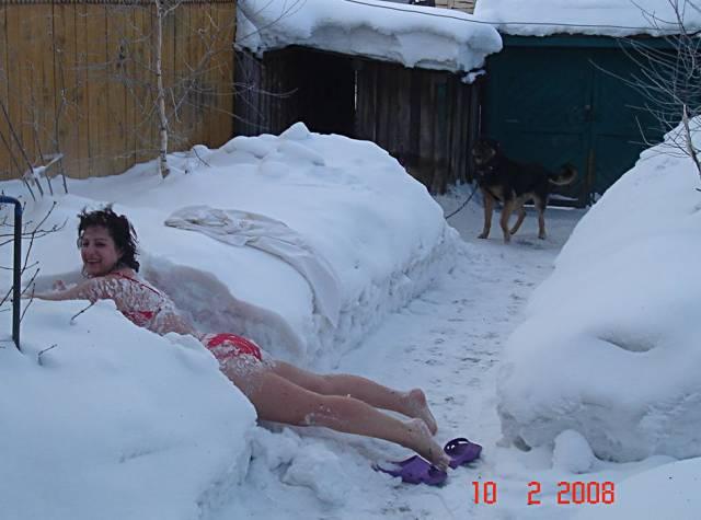 Голый на снегу фото понял